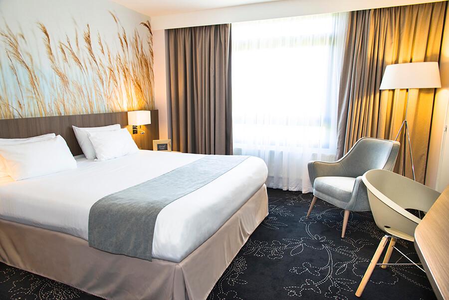 A typical guest room at Holiday Inn Calais Coquelles