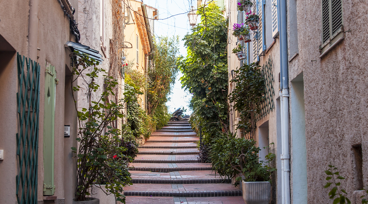 Lose yourself down the pretty streets in the town of Antibes