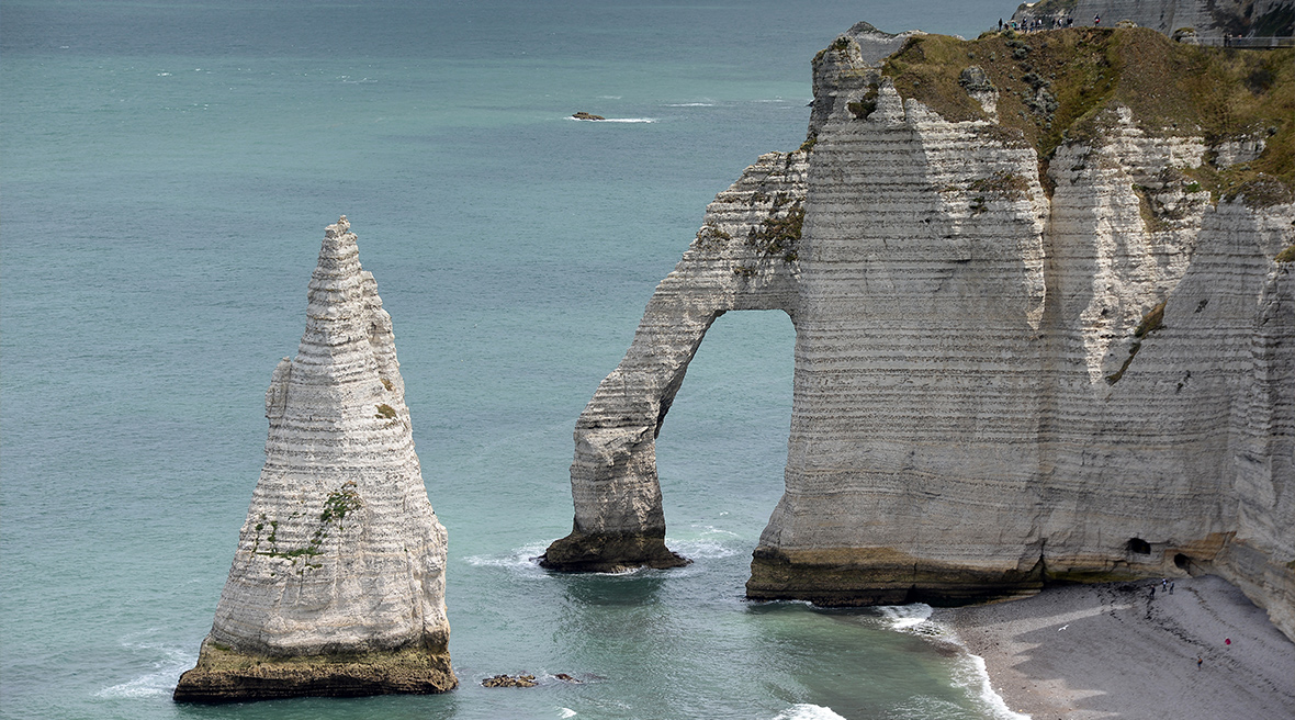 The incredible needle and elephant at Falaise d'Etretat